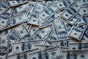 Att amortera sina skulder kan ge mer pengar över än att spara i vissa situationer.